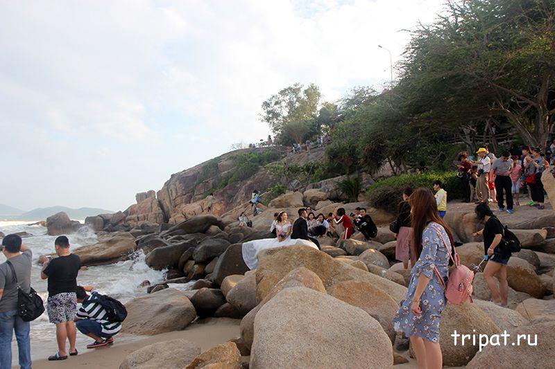 туристы фотографируются