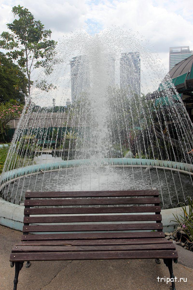 фонтанчик с романтической камейкой