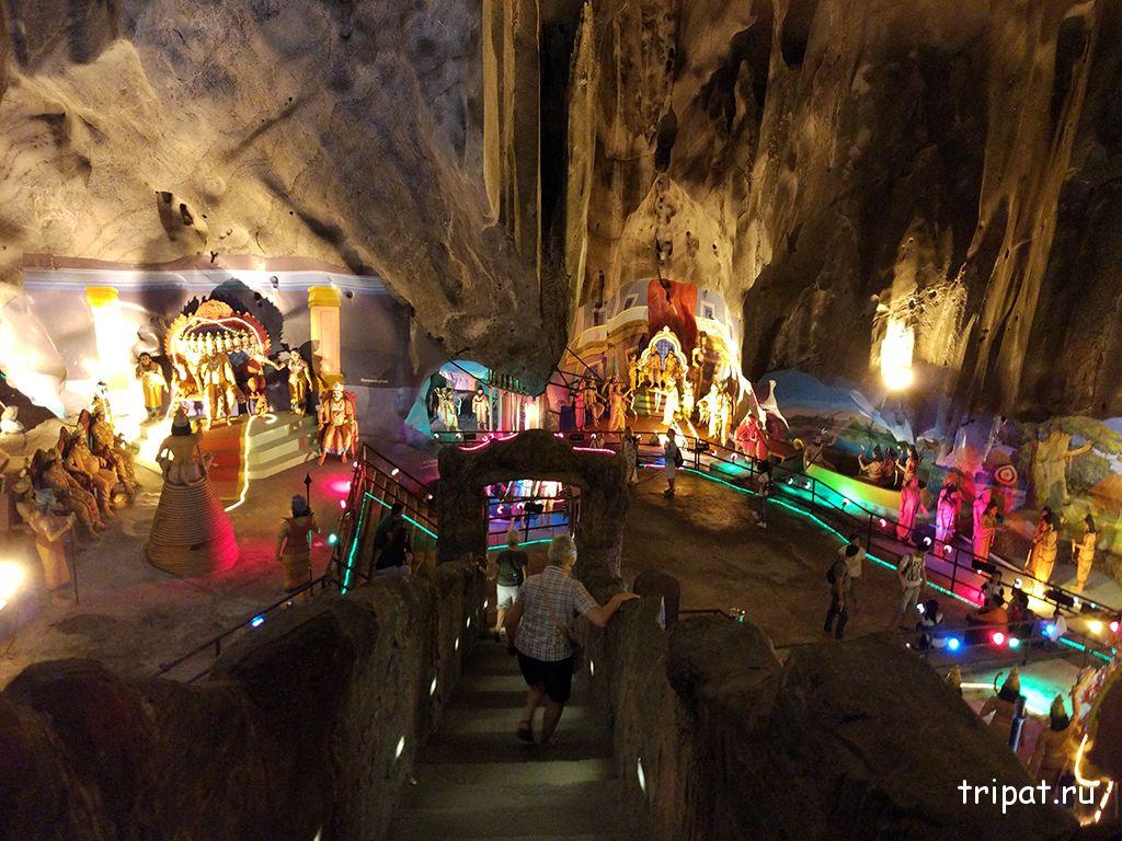 Вид сверху на пещеру