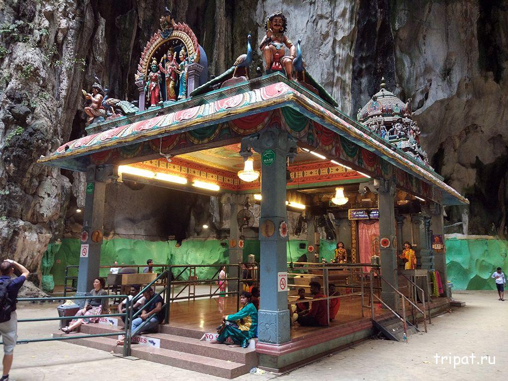 Храм внутри пещеры
