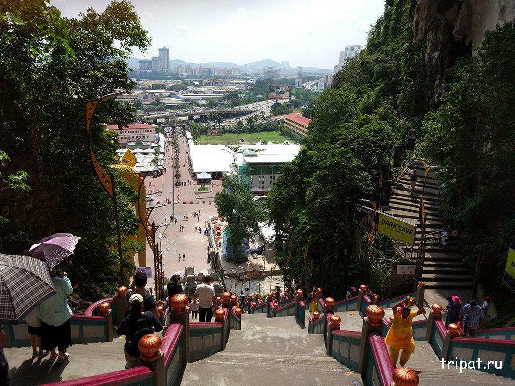 Вид на Куала-Лумпур из Пещеры Бату