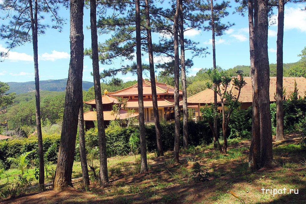Вид на домики монастыря