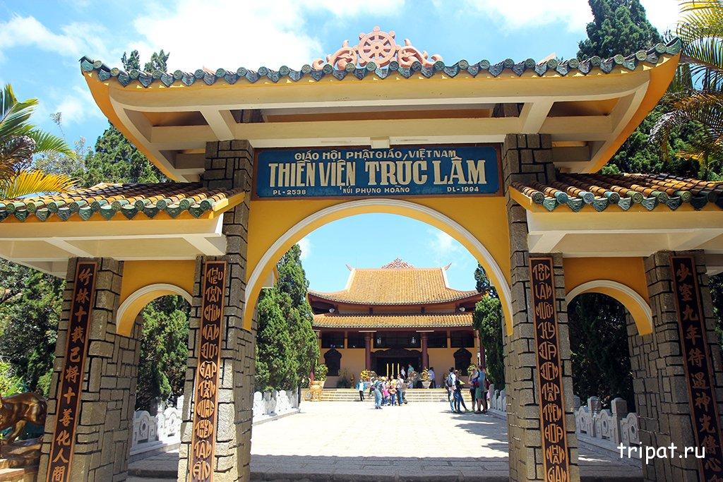 Тройная арка монастыря