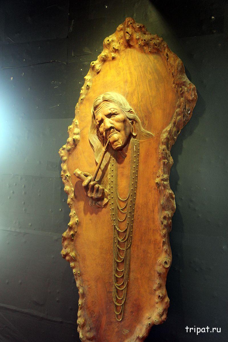 резное изображение из дерева