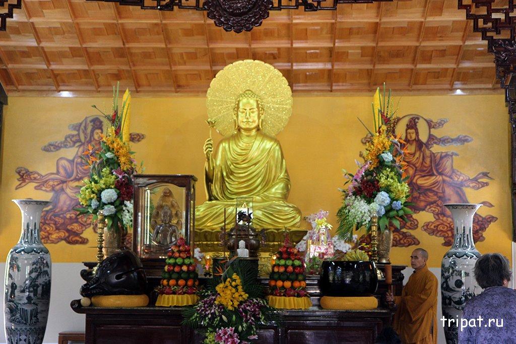 статуя в храме