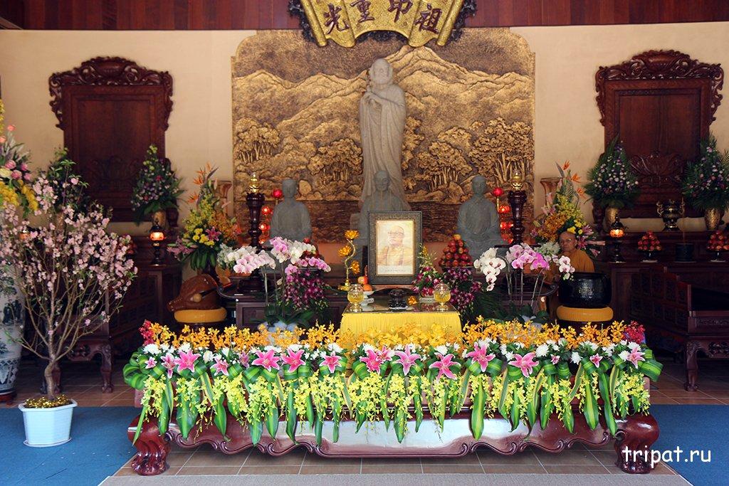 Храм в честь монаха, вид внутри