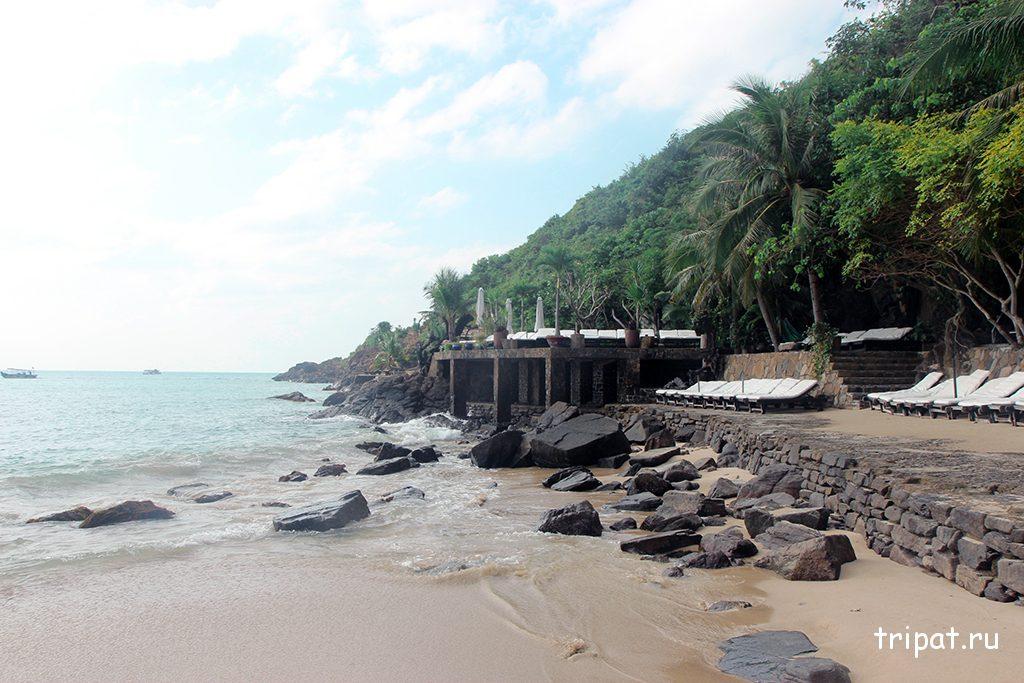 Каменистая сторона пляжа, красиво для фото