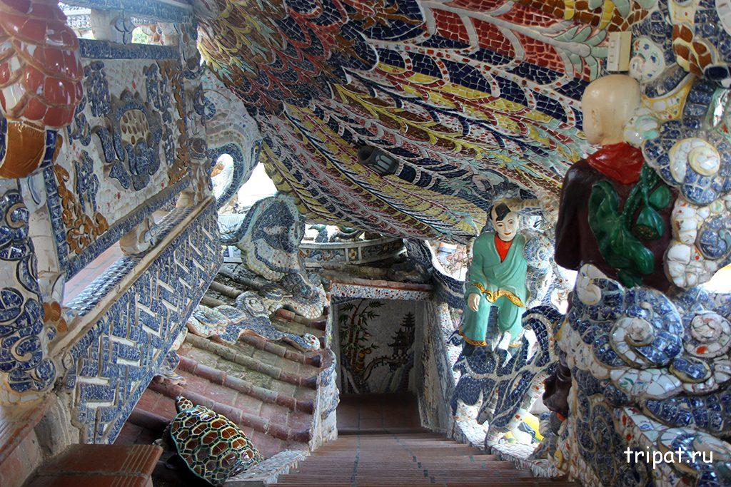 Лестница в храме