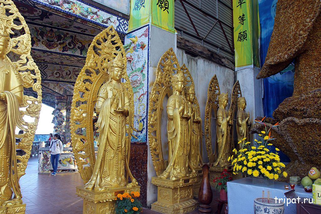 Богини вокруг цветочной богини