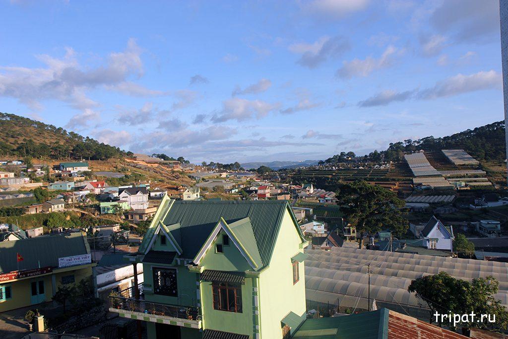 Вид на город из Пагоды Линь Фуок