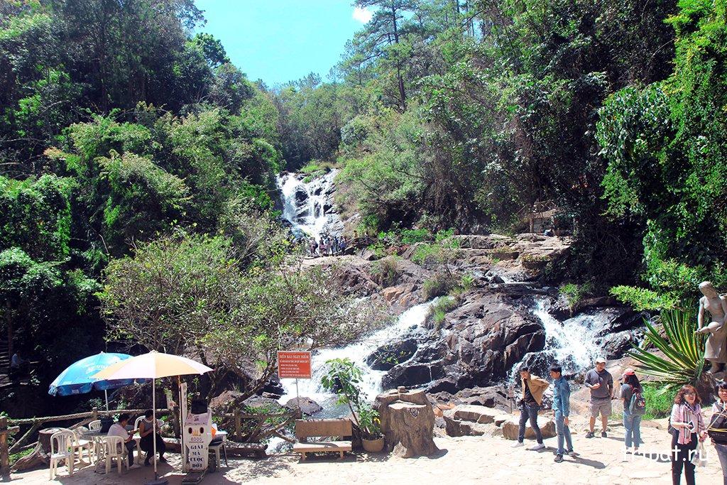 Водопад - вид издалека