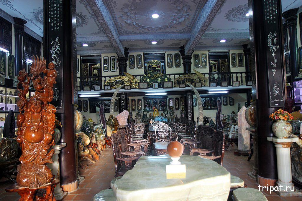 Резная мебель сделанная монахами