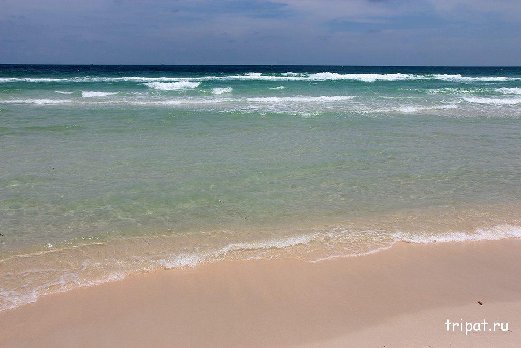 Баунти пляж Бай Сао с белым песком на Фукуоке (Вьетнам)