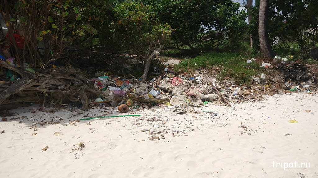 Большая свалка мусора на пляже Бай Сао