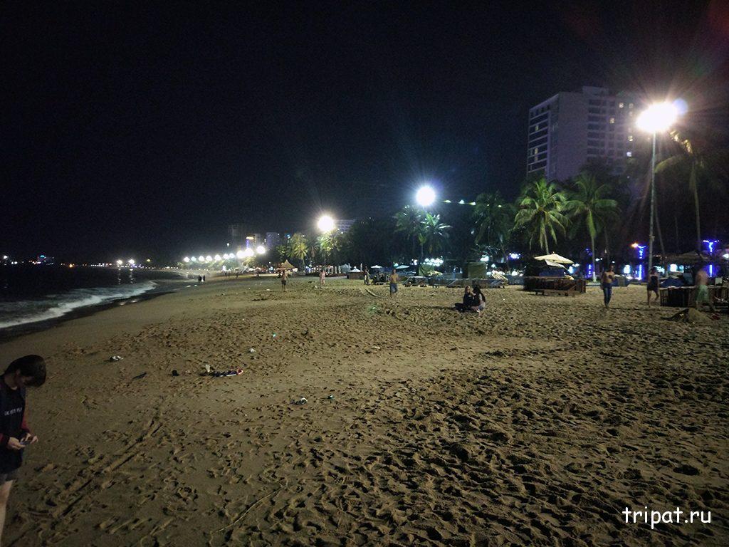 Вечерний городской пляж