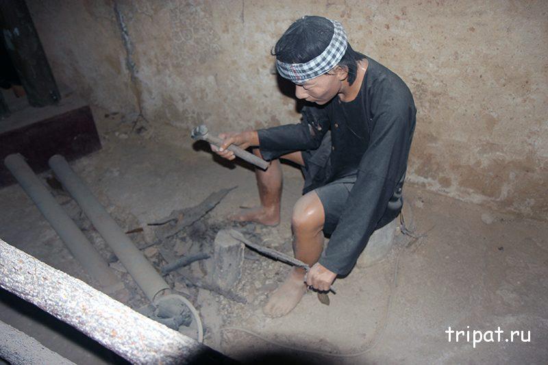Вьетнамец за работой