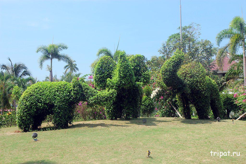 Фигурки слоников из зелени