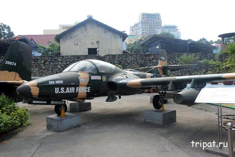 Легкий двухместный штурмовик A-37 Dragonfly