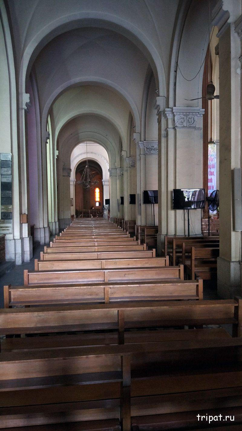 Скамейки собора