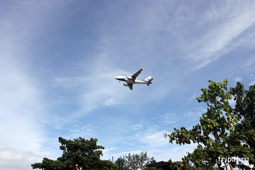Самолет на посадке на Самуи