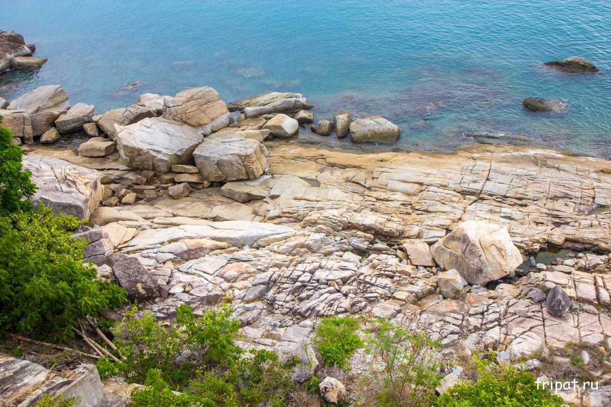Прекрасный скалистый берег