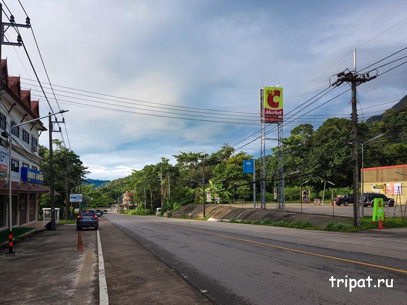 Дорога вдоль поселения